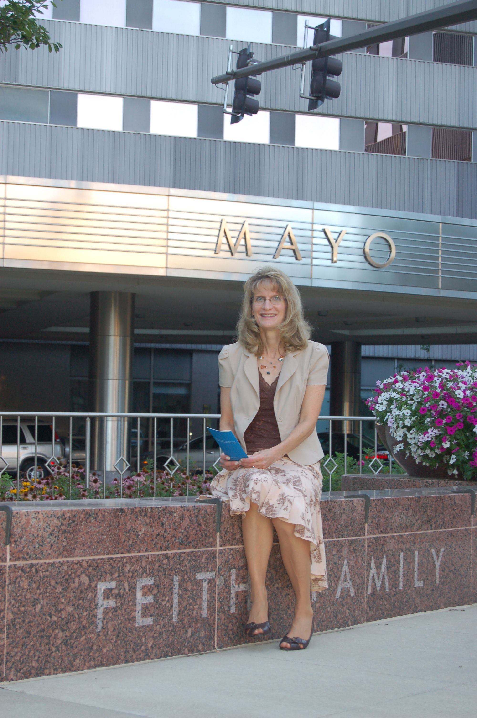 Roxanne Thomas in front of Mayo Clinic in Rochester, Minn.