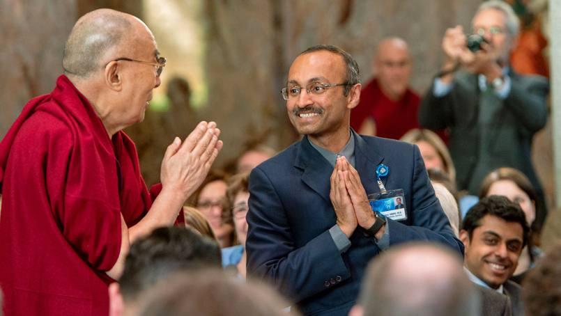 His Holiness the Dalai Lama greets a Mayo Clinic staff member.