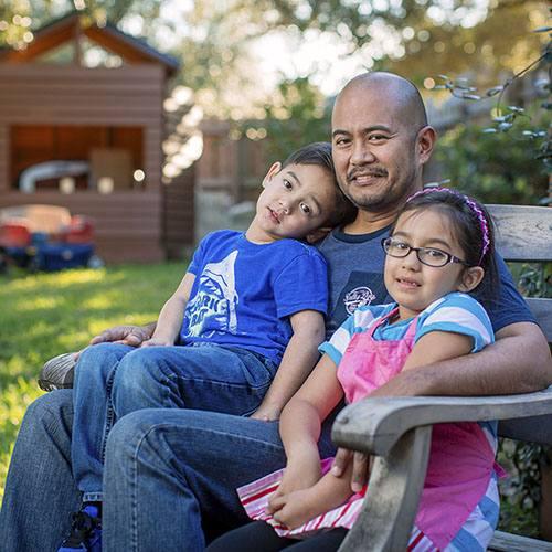 Elmo Aquino with his children.