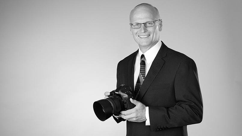 With severe neck pain limiting his career as a photographer, Darrell Deutz knew he needed a long-term solution. He found it at Mayo Clinic, where minimally invasive spine surgery fixed the problem and allowed him to get back to business.