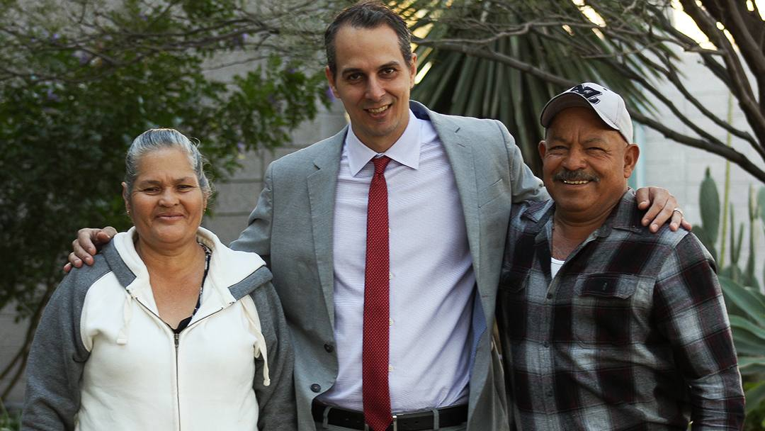 After enduring kidney dialysis for years, a conversation Martin Ruiz Zermeño at his dialysis center with Mayo Clinic social worker Jeffrey Welch paved the way to a successful kidney transplant.