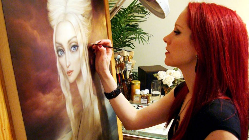 Lori Earley feared that worsening symptoms of Ehlers-Danlos syndrome would put an end to the successful art career she'd worked so hard to build. After she sought help at Mayo Clinic, however, a dedicated care team helped Lori arrive at a different outcome.
